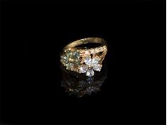 Златен пръстен с цветя