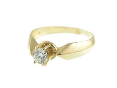 Класически пръстен с централен диамант