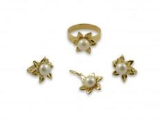 Златен комплект във форма на цветя с бяла перла