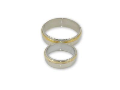 Брачни халки от бяло злато с релеф от жълто злато