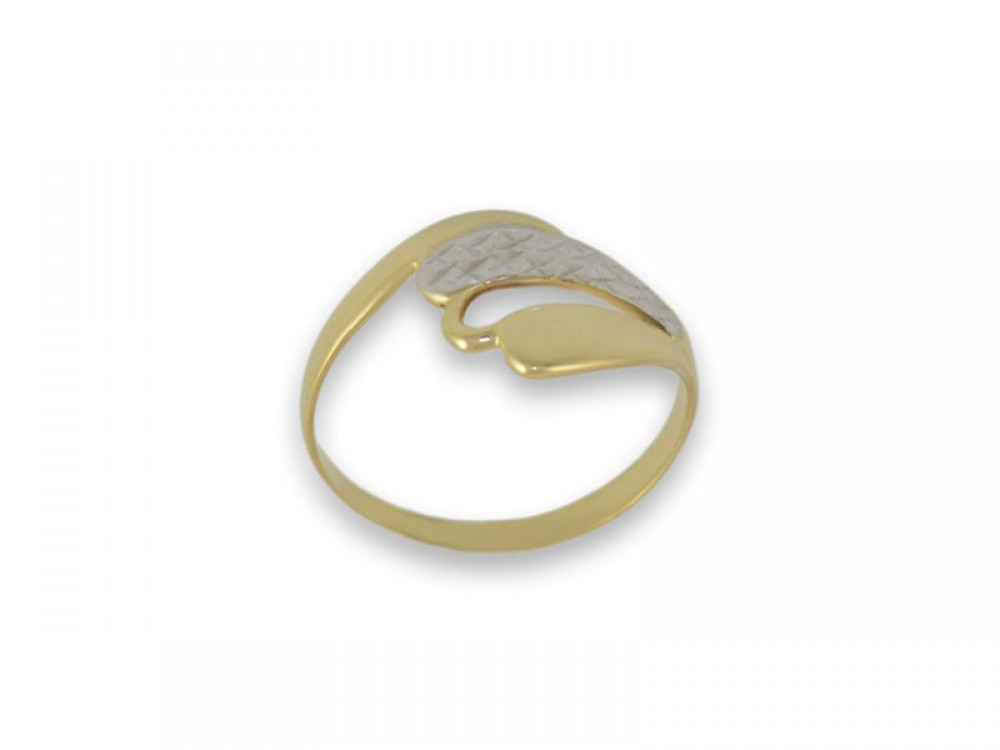 Златен пръстен с имитация на камъни