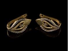 Златни обеци с блестяща имитация на камъни