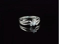 Пръстен в комбинация от бяло злато и диамант