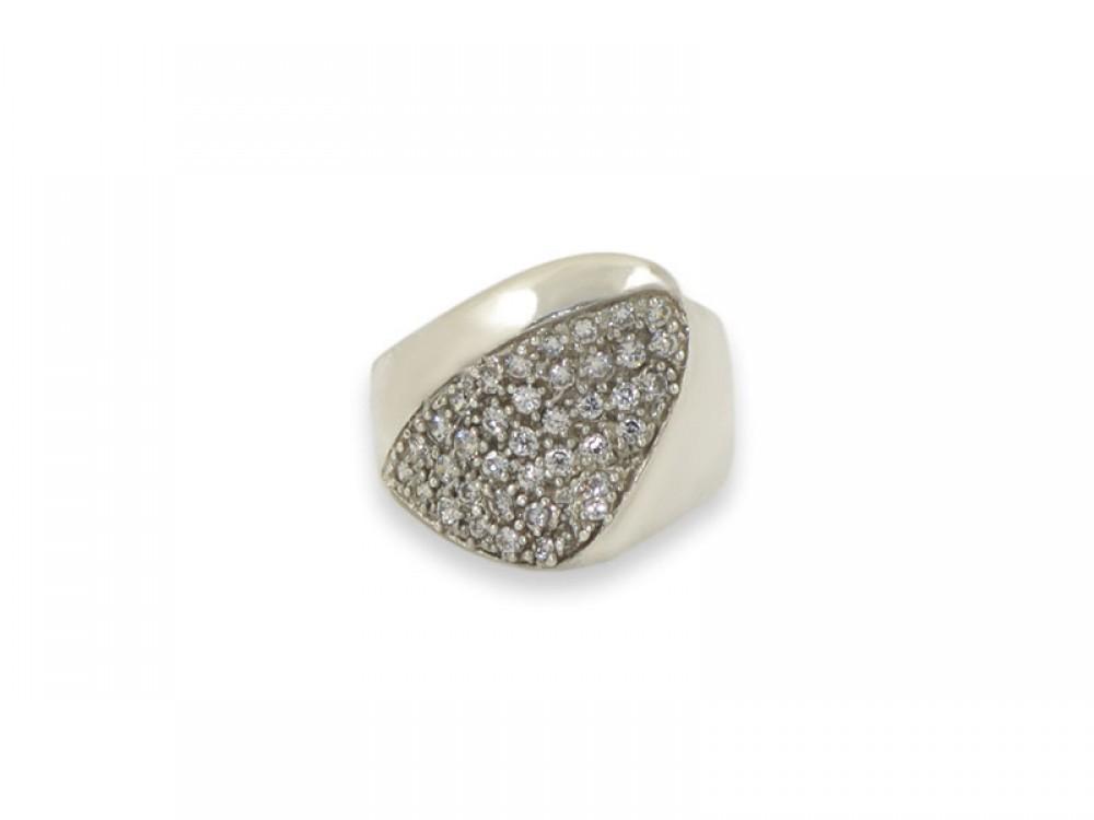 Сребърен пръстен с малки бели циркони