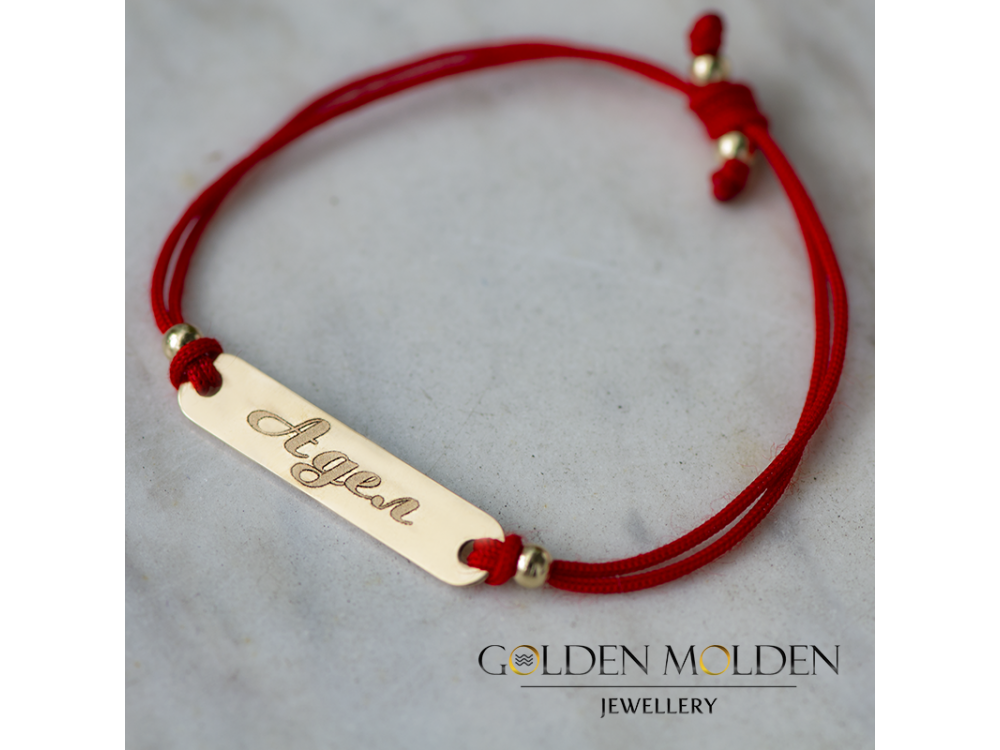 Гривна с червен конец и златна плочка