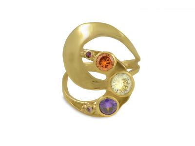 Масивен златен пръстен с циркони в лилава и оранжева гама