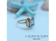 Златен пръстен с нежно син естествен топаз