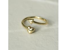 Златен пръстен със сърце и стрелка