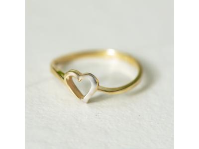 Златен пръстен със сърце