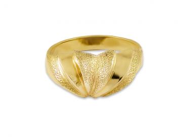 Златен пръстен с релеф