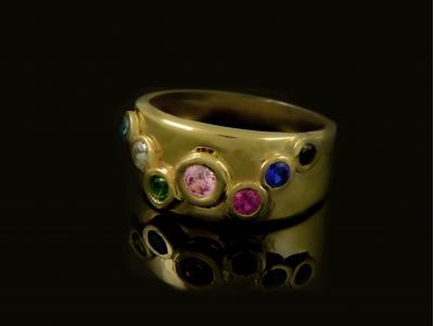 Златен пръстен с мида и циркончета