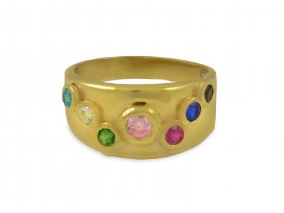 Златен пръстен с разноцветни камъни