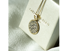 Кръгъл златен медальон с подвижна шевица от бяло злато
