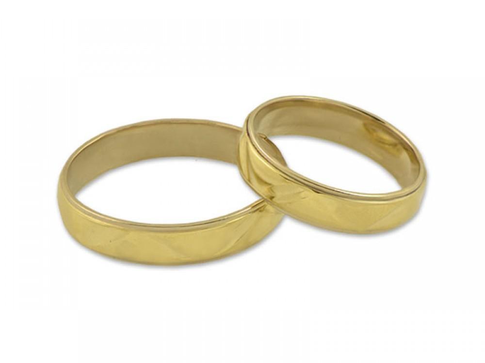 Брачни халки от жълто злато с интересен релеф